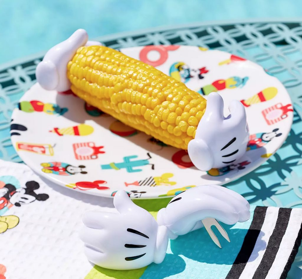 迪士尼推超萌「米奇手玉米支架」 握著就能「爽吃一波」還不用洗手!