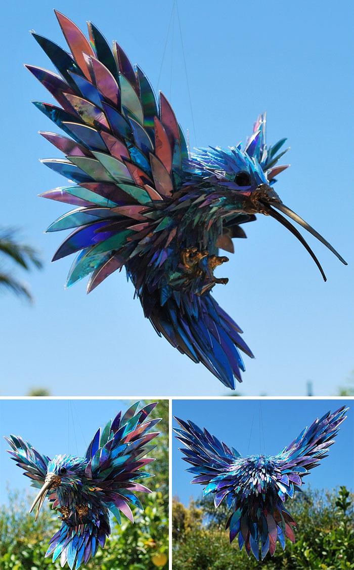 藝術家用「大家不要的垃圾」打造動物雕塑 CD變成「彩虹翅膀」!