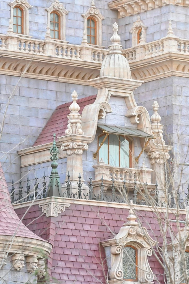 東京迪士尼全新「美女與野獸城堡」絕美正面曝光 園區餐廳是加斯頓的酒館!