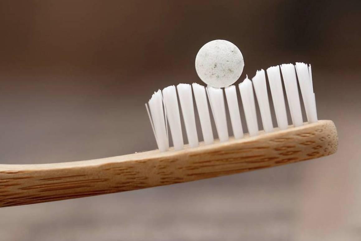 設計商「把牙膏做成小圓碇」擺脫塑膠管 只要「輕輕嚼兩下」就OK!