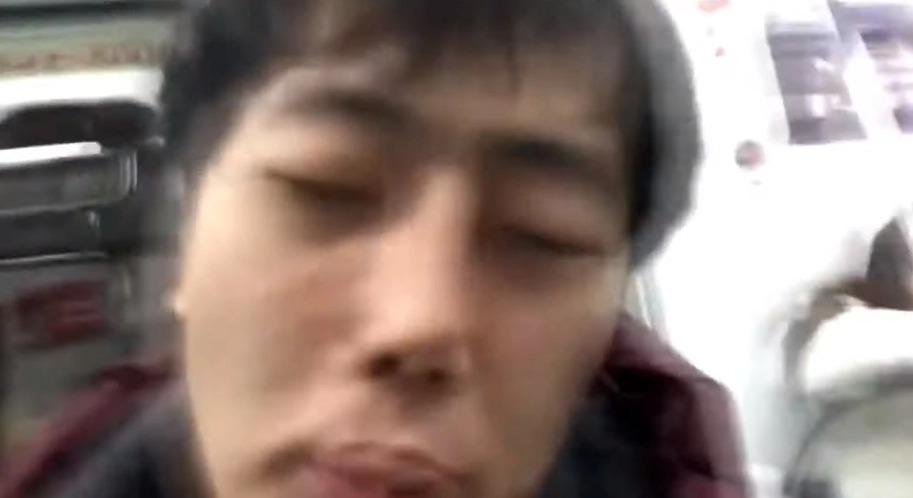 網紅「假裝得武漢肺炎」地鐵上狂咳倒地 被慘罵仍不後悔:廣告爽賺一波!