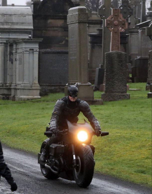 影/新版《蝙蝠俠》「首次定裝」被網友偷拍 蝙蝠俠「關鍵單品」消失了?