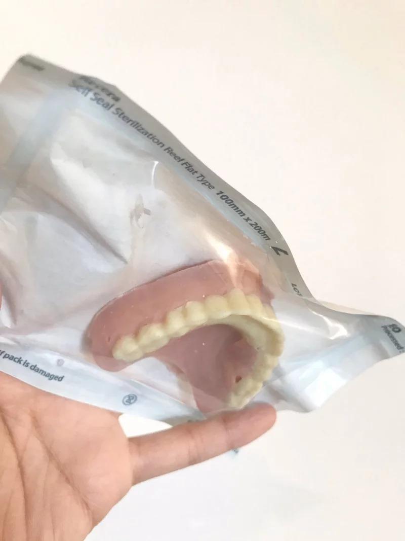 他收到牙醫系朋友的「齒模巧克力」 一問大崩潰:用真人做出來的!