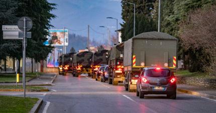 義大利武肺3千死「火葬場癱瘓」 國家出動「軍卡載棺材」民眾淚崩:最可悲的照片