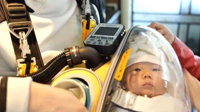 狂爸自製「武肺太空包」防孩子感染 還加裝「監測空氣儀器」專業防疫
