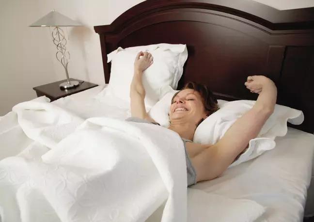 窗簾公司「誠徵試睡員」世界最爽工作來了 睡15天就能「爽賺5萬」!
