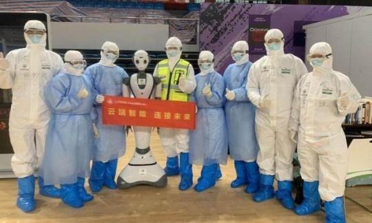 中國醫院用「醫療機器人」減輕工作 接觸病患後「自動消毒」有效降低感染!