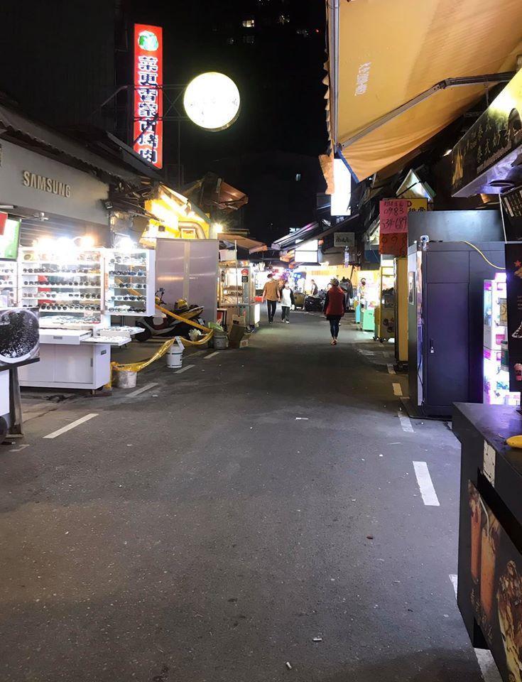3個月前還得貼著走!士林夜市空蕩蕩「多攤撐不住」店員比遊客還多