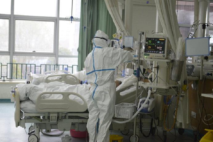 中國官方證實「湖北超過3000醫護」武肺確診 其中「60%是社區感染」