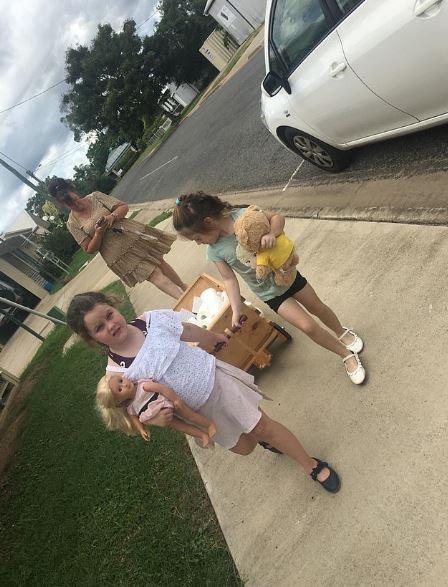 暖妹準備「一整車衛生紙」送買不到的鄰居:我用牙仙給的零用錢買的!