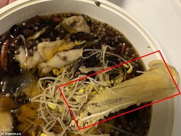 上海點外送「餐點被塞病毒」嚇慘顧客 醫療口罩「泡湯中」認賠不認錯!