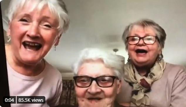 3個阿嬤一起「在家隔離3個月」躲疫情 超會玩「狂屯白酒」準備天天開趴