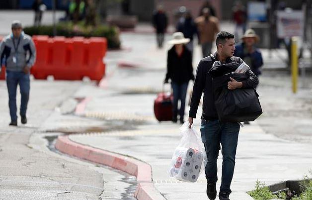 有夠諷刺!美墨高牆才蓋到一半 美國人現在通通「跑去墨西哥」掃物資