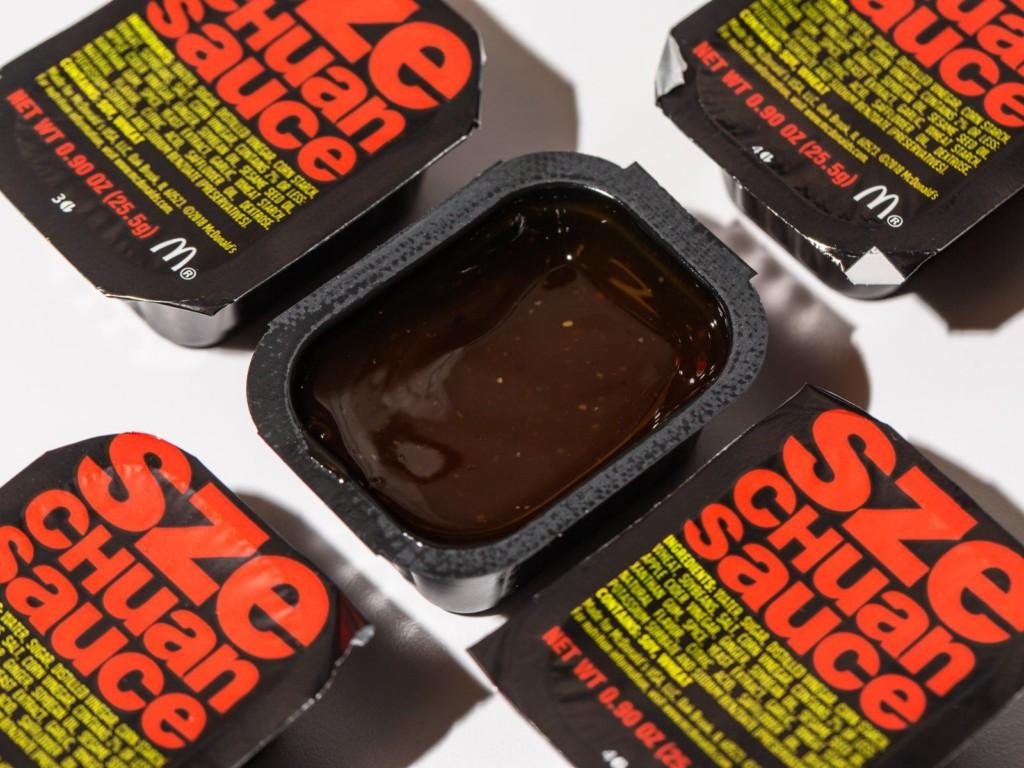 麥當勞PO「雞塊沾神秘醬汁」照 網推測:傳說中「四川辣醬」回來了!