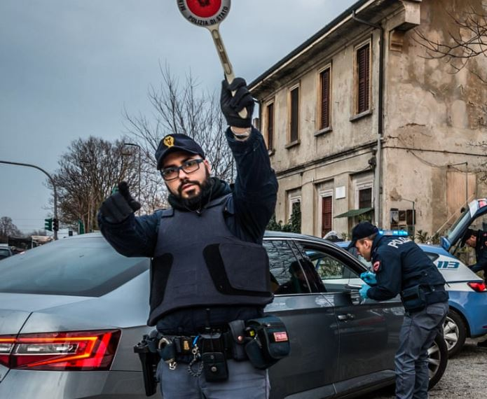 義大利男「不甩禁令趴趴走」被抓包 軍方傻眼:他堅持收服寶可夢!