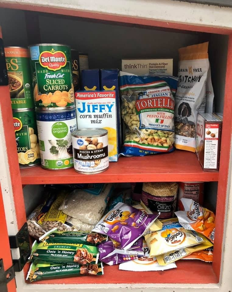 網友發起「免費食物銀行」活動 呼籲民眾「把日常用品捐出去」幫助老人!