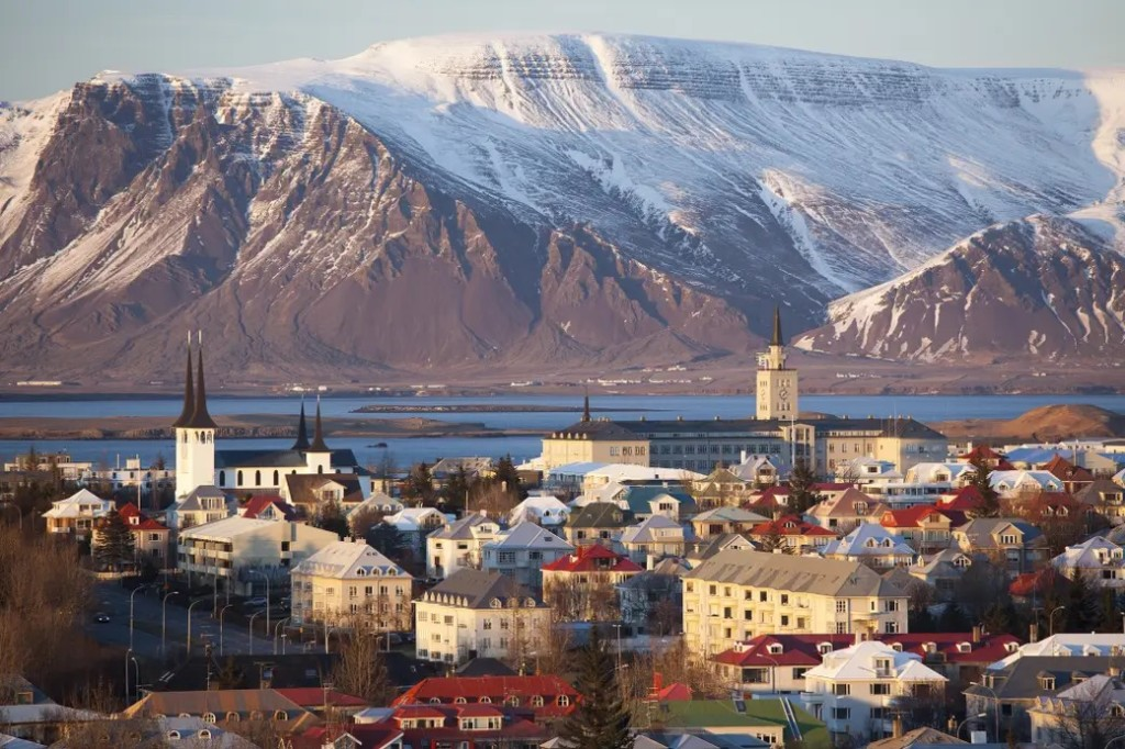 冰島驚現首例「雙重感染」新冠病毒者 科學家:病毒恐「產生異變」