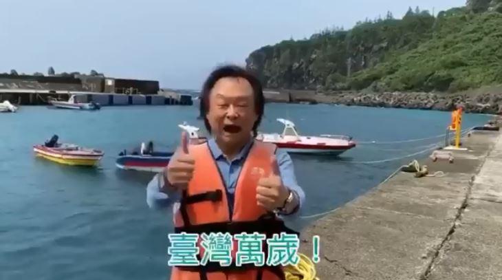 王世堅又跳了!信守承諾「赴蘭嶼低調跳海」網笑:蓮池潭的不敢出聲