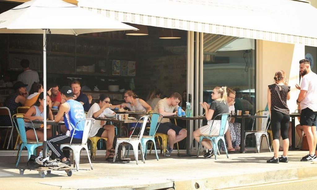 有夠白目!澳洲民眾不管禁令「硬闖海灘曬日光浴」網驚呆:不怕死?