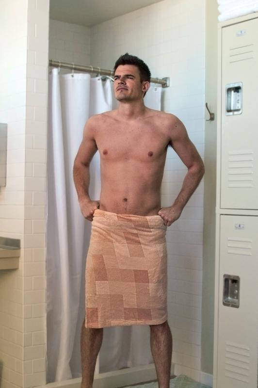 必須送人!超有梗「馬賽克浴巾」人人18禁 單看很正常「一圍上」就歪樓