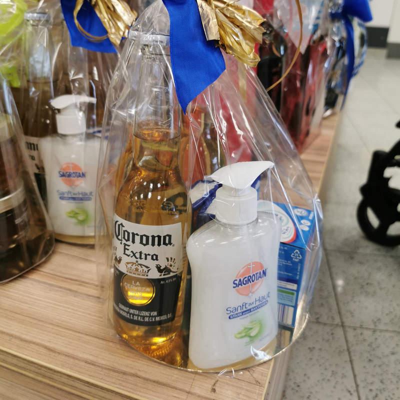 「防疫組合包」裡驚見啤酒?超市「每一袋都包錯」是故意的!
