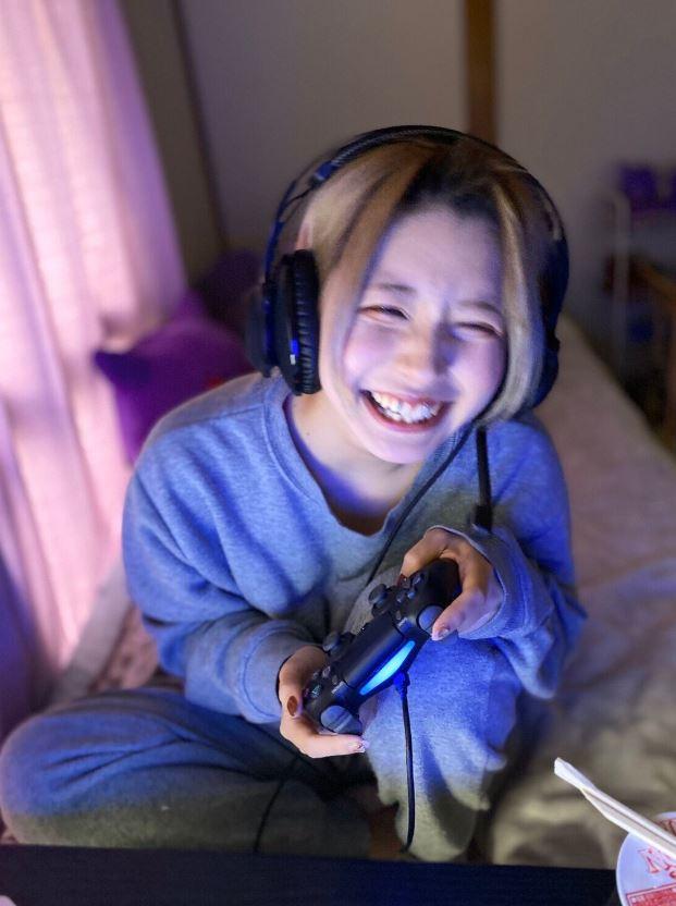 實況主親自示範「理想VS現實的電玩正妹」 落差超大震驚網友:幻滅了!
