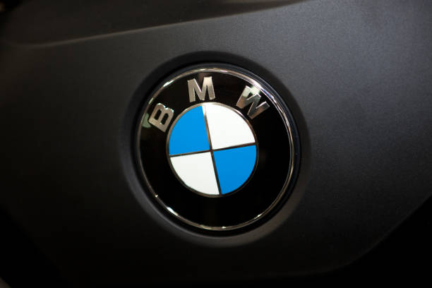 經典名車「BMW標誌大改版」變超簡陋 設計師:這樣比較平易近人!