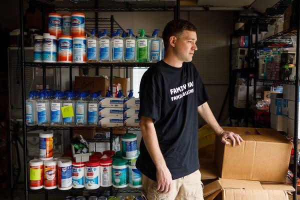 貪心男掃「1.8萬瓶洗手液」想賺災難財 被平台發現「下架不准賣」只好全捐!