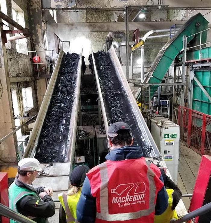 工程師把「塑膠垃圾→馬路」被讚翻 壽命比「台灣的柏油路」長3倍!