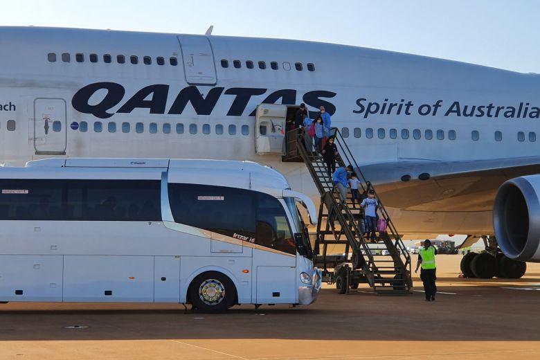 澳航宣布2萬員工「開始放假」到5月 消減「所有航班」減薪幅度100%!