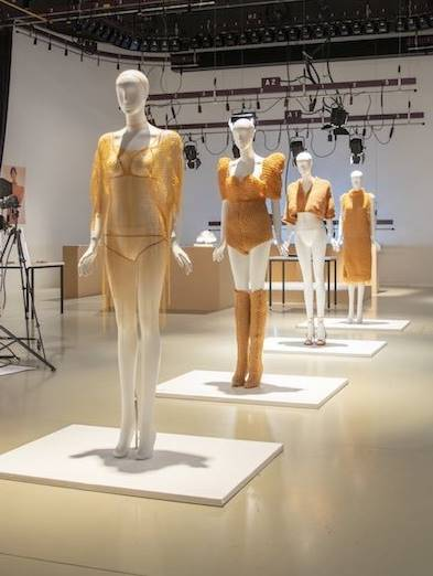 超狂女大生「用橡皮筋做衣服」成品時尚度爆表 靠近看才能找到線索!