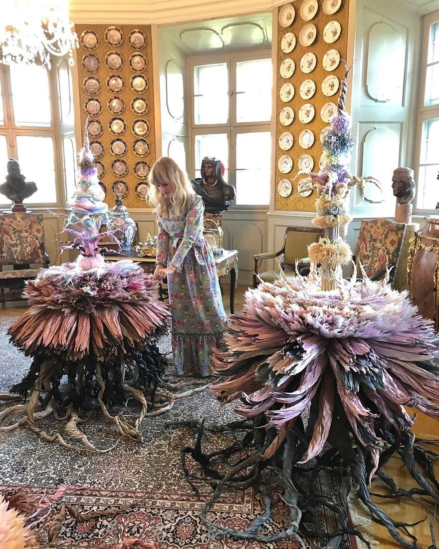 藝術家把「衛生紙→花束」絕美作品 卻被網酸:知道「為何缺貨」了吧