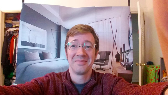 調皮工程師用「6張白紙」讓同事以為「他住超級豪宅」 側拍照太好笑!