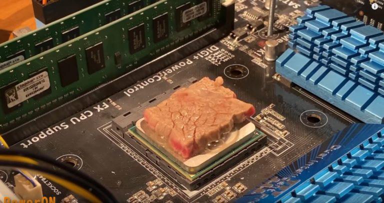 影/80萬人著迷!狂人挑戰「用電腦燒肉」放上去「滋滋滋~」罪惡感超重