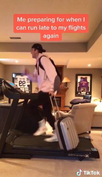 居家隔離挑戰「用跑步機出國」 在機場「狂奔趕登機」完美重現