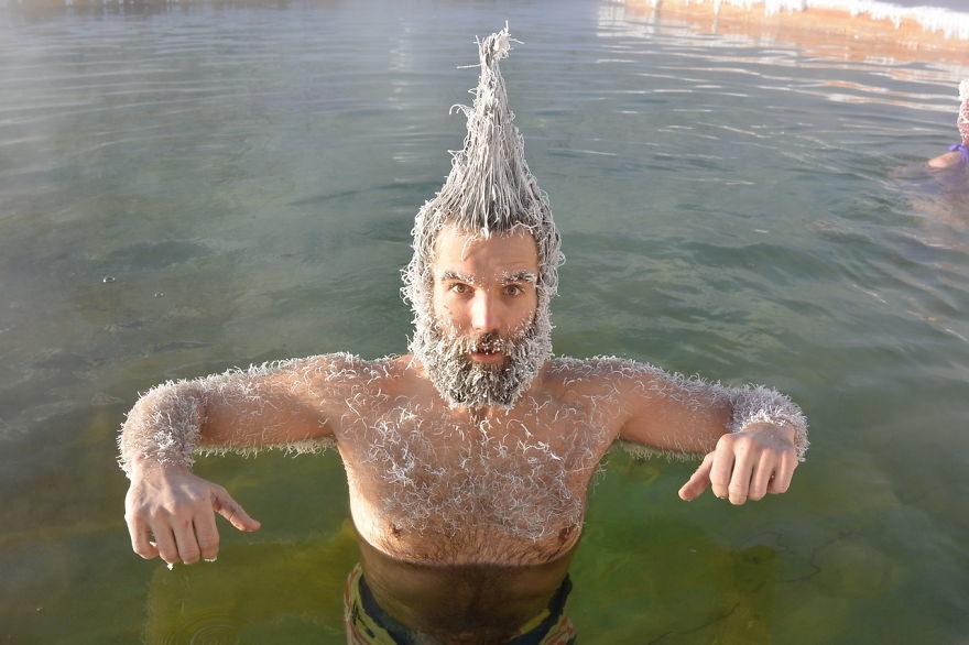 冰凍髮型大賽!得名就拿「4萬獎金」還可泡溫泉 冠軍「整頭麵線」連河神都輸了