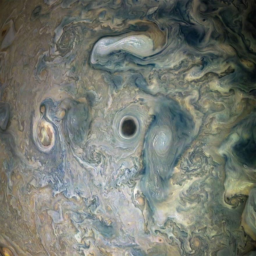 NASA公布「木星高清照」4.84億英里外行星跟「水彩筆筒」長一樣!
