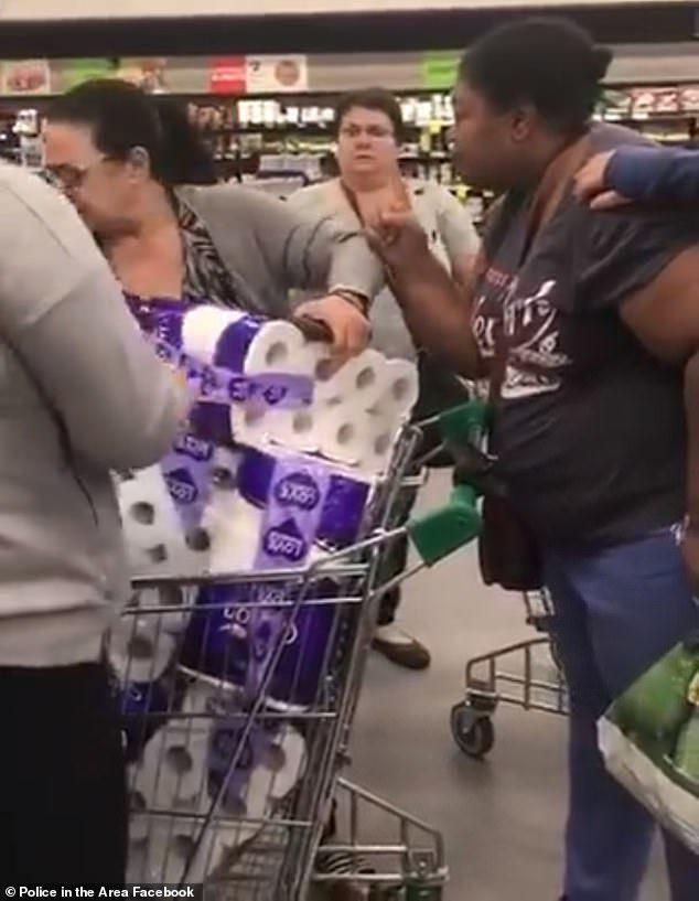 買衛生紙被「狂女硬搶」上演生死鬥!倒楣母女恐被關10年