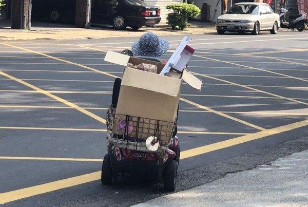 阿嬤去賣場「買200口罩送警」堅持不留聯絡方式:我夠用!