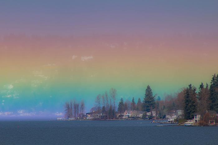 天空「被彩虹塞爆」的超自然現象 不知道是夢幻還是末日...