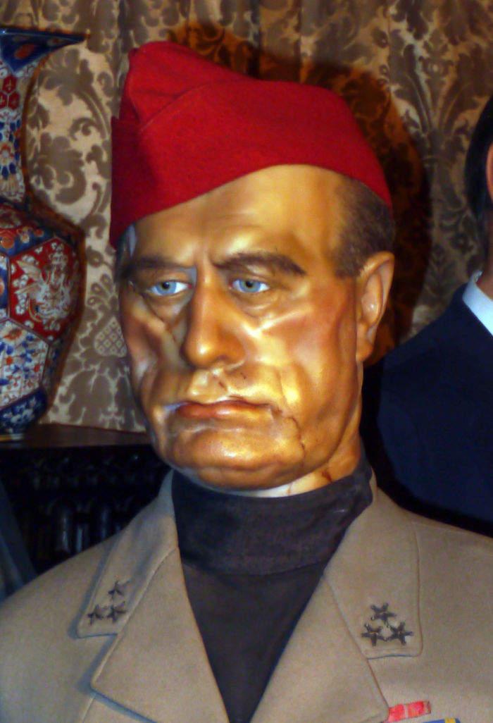 英國蠟像館「醜到爆紅」連女王都敢整 第一次看到這麼醜的貝克漢