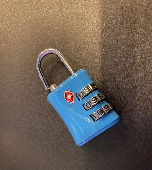Joeman健身房重訓「被偷2萬現金」 鏡頭前崩潰:千萬不要用這款鎖!