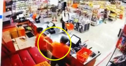 弱視員工被奧客痛毆 店長趕到卻「不准報警」:會被解僱!