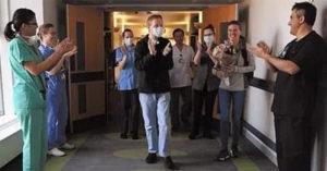 癱瘓男「用唇語求婚成功」16天後自己走出醫院!