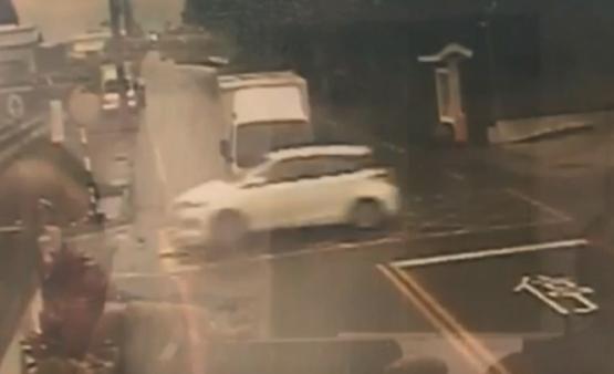 安全氣囊爆開「全是舊報紙」 倒楣車主「撞到腦溢血」