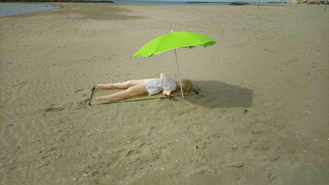 大嬸不甩封城硬要「曬日光浴」 警察到場秒逮:誰的老婆?