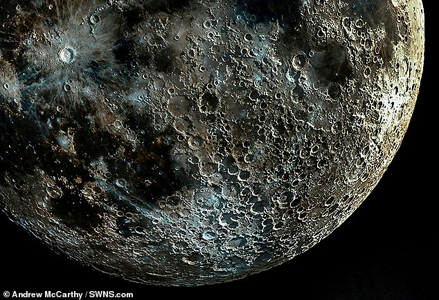 攝影師拼出「史上最清晰」的月球照 萬人朝聖看月亮的痘疤!