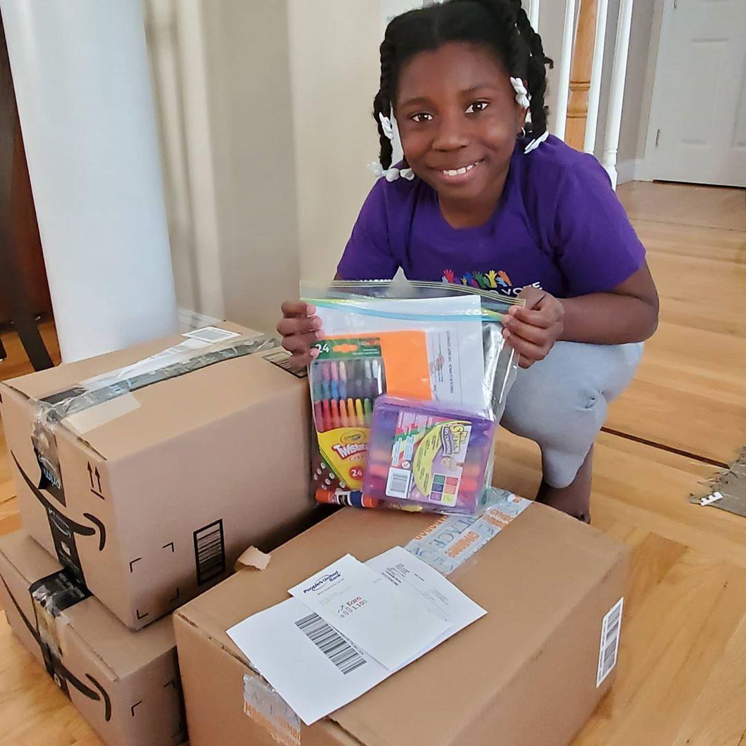 10歲妹「捐1500個禮物」給貧困孩童 選「畫具」超有深意