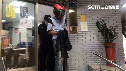 送貨10樓不准搭電梯!老翁追到路邊「繼續唸」他受不了開揍