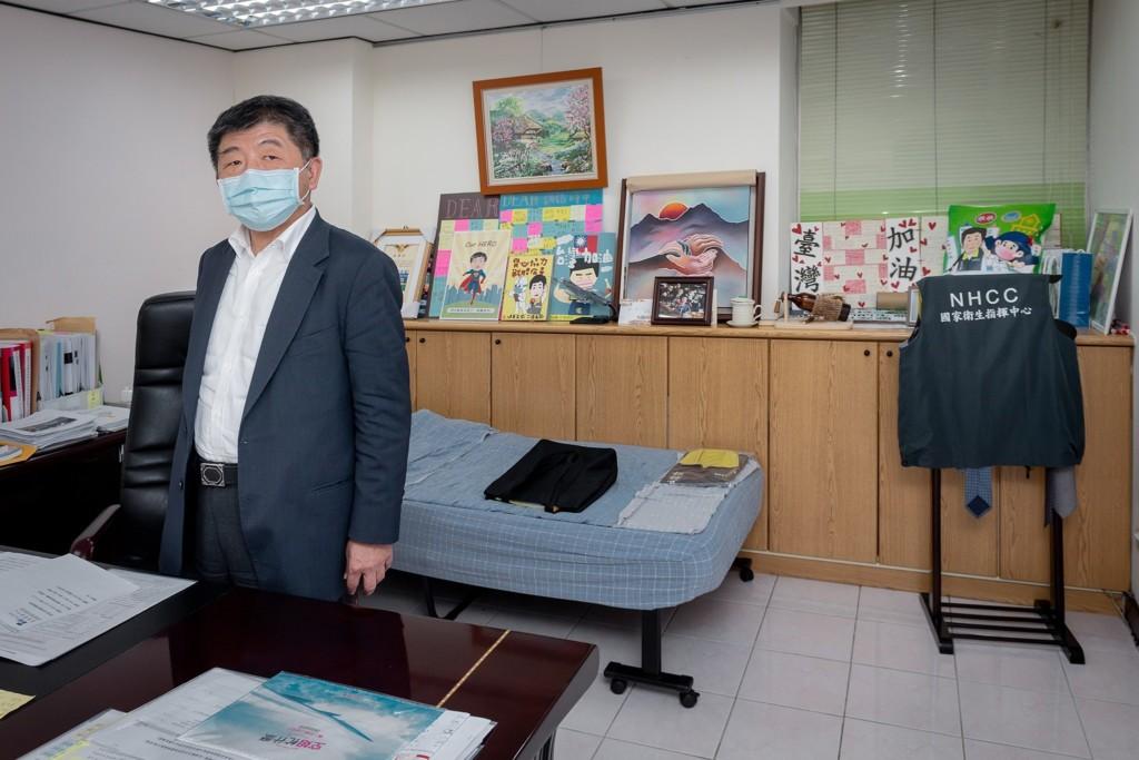 陳時中「辦公室曝光」竟有一張床 連總統也不敢相信!